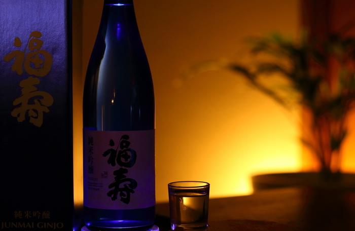 実は、神戸といえば日本酒も特産品ということを知っていただけたでしょうか? ショッピングやカフェを満喫してから、夜は日本酒で一杯なんていう観光コースも通好み。 神戸では、乾杯を日本酒で行うシーンも増えており若い世代も好んで選ぶようになってきています。 灘五郷には、多くの蔵がありますので合わせて見学するといろいろな発見もありますよ。