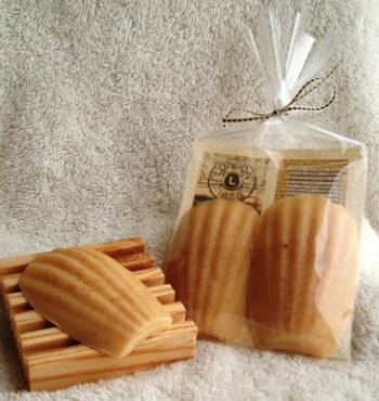 マドレーヌの型で作ればこんなにおしゃれなシェル型の石鹸も作ることができます。