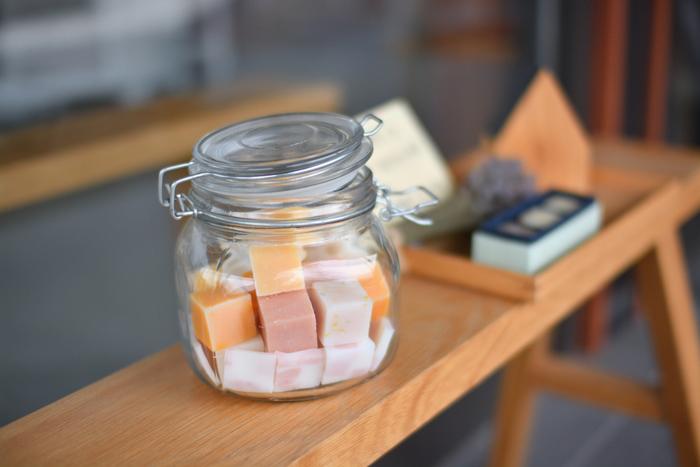 キューブ状に小さくカットしておけば「今日はどれにしようかな・・・」と香りや色を気分によってチョイスできます。