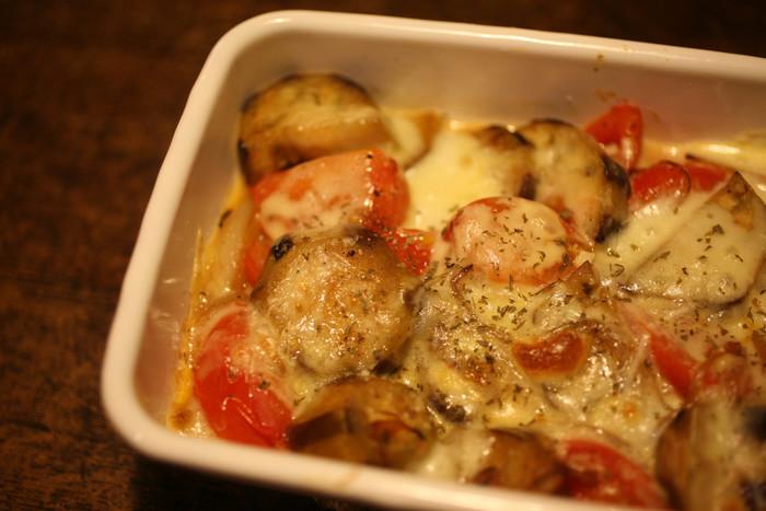 季節の野菜をたっぷり使ったグラタンなどのオーブン料理にもそのまま使えます。残ったら蓋をしてしまっておけばいいので後片付けもラクチンです。