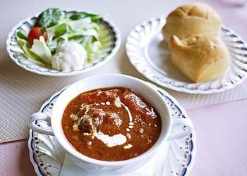 ランチはビーフシチューとクロワッサンサンドの二種類。じっくりと煮込まれてほろほろと肉がほぐれるビーフシチューは人気です。