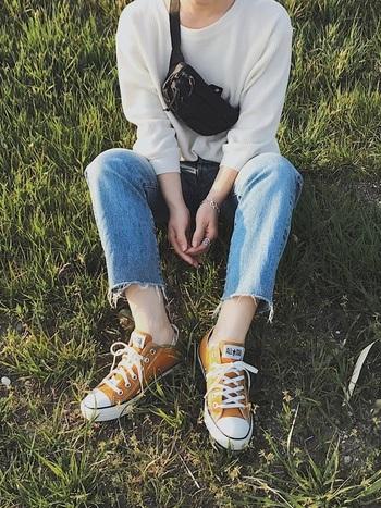 スニーカー×パンツのコーディネートはパンツの丈感に気を配ってスタイリングしていきましょう。ちょっとしたコツをつかむだけで、ぐっとおしゃれに履きこなせますよ!