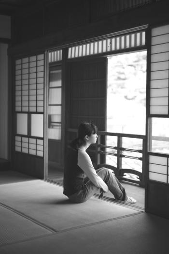 心地よさの基準は人それぞれですが、共通して言えるのは子供のころ育った環境に影響されていることが多いということ。例えば、木造の日本家屋で育った人と、鉄筋コンクリートのマンションで育った人では体感が異なります。