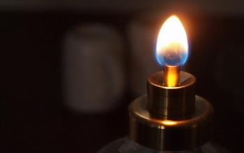 時には電灯を使わないで、ランプやキャンドルの優しい光の中で、食事を楽しむのも。