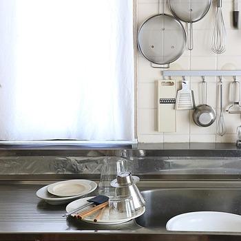 食器を洗って、拭き上げて食器棚にしまう。これを毎朝出勤前にやるのは大変です。とりあえず洗うまでをやって、片付けは帰宅後にするなど、朝から完璧を求めないのがバタバタしないコツです。
