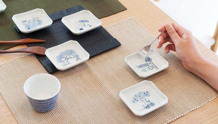 普段使いはもちろん、セットで持っていれば来客時にも便利な豆皿。ところで、豆皿と小皿の違いですが、和食器は尺貫法(しゃっかんほう)という、尺、寸、分などの単位を用いたサイズで表現されます。