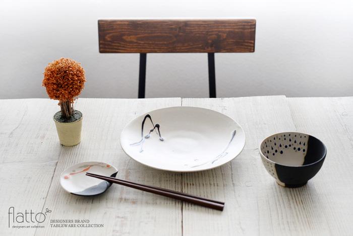 絵柄がキュートな豆皿は、セットで持っていれば来客時にも便利なアイテムで、薬味や醤油以外にも、ジャムを入れたり、お菓子を入れたり、箸置きとして使ったり、食卓だけでなくインテリアとして飾っても◎。