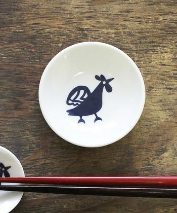 「文明開化」をテーマとし、色彩あふれるモダンな和雑貨を扱っている倭物ブランド「カヤ」の美濃焼の豆皿は、干支をモチーフとしています。