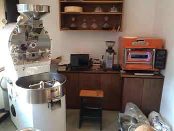 日々、ドイツ製ディートリッヒの大型焙煎機が稼働中。