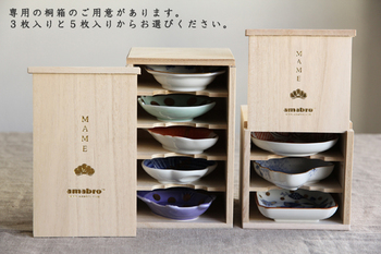 他に、専用の3枚入り、5枚入りの桐箱があるので、きちんとした贈り物にも使えます。立派な桐の箱はそのまま飾っておきたくなり、お家用にも欲しくなっちゃいそう。