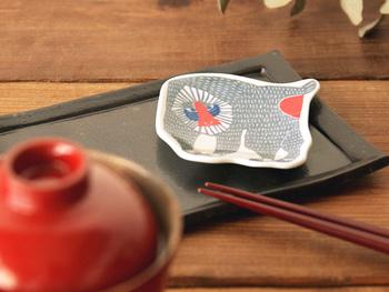 東京や浜松で制作活動されている松永武氏、高井知恵ご夫婦による型染めのユニット「katakata(カタカタ)」の豆皿。