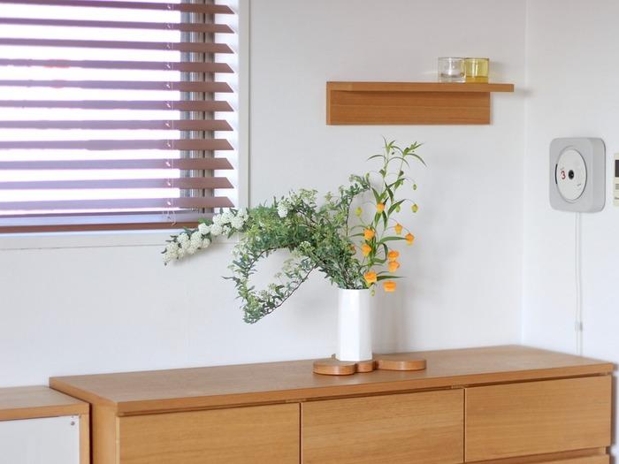 みずみずしいグリーンと、オレンジの組み合わせは、見ているだけで元気が出てきます。花を飾るために掃除もしたくなるので一石二鳥です。