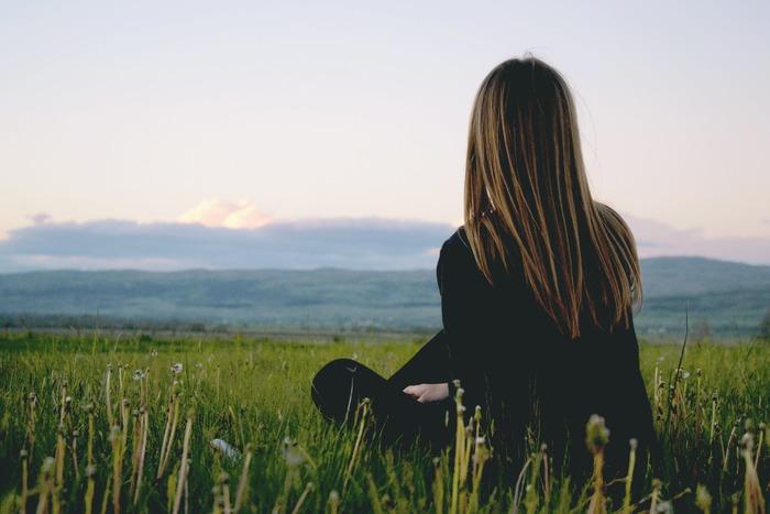 また、一人旅で味わう「孤独感」というのも、自分磨きにはとても大事な要素です。寂しさを感じることで家族や友人、職場の人たちの大切さに気付き、そのありがたさを実感することで、優しい気持ちで接することができます。1日の日帰り旅行、2泊3日の国内旅行、1週間の海外旅行、短期のホームステイなど、自分に合ったスケジュールでぜひ挑戦してみませんか?