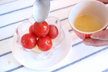 ■冷凍ミニトマトのフローズンマリネ ミニトマトも冷凍保存しておけば、解凍せずに凍ったまま好みのドレッシングをかけるだけで、簡単に見た目も可愛らしいフローズンマリネの完成です。シャリシャリとした食感も良く、ドレッシングの味を工夫すれば、おつまみやデザートにも使えそう。