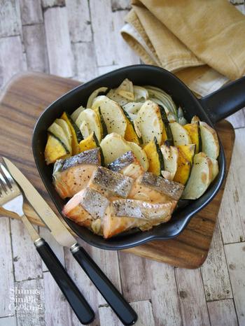鮭と野菜がたっぷり食べられるメニュー。オーブンで作る「ぎゅうぎゅう焼き」、グリルパンなら1人前から手軽に作れちゃいます。