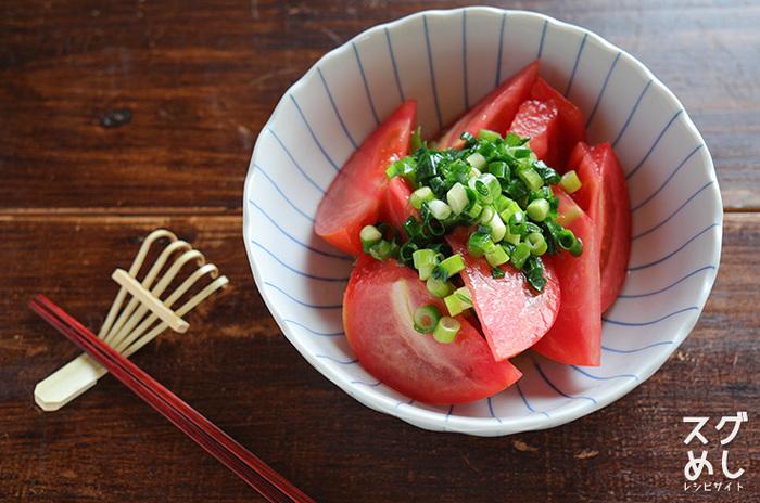 暑い夏にもぴったりなトマトのレシピ。涼し気な柄の小鉢に、盛り付けたいですね。