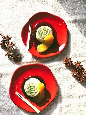 豆乳とくず粉で簡単にできる和菓子の「ごどうふ」。黒みつの濃厚な甘みと、つるりとした食感を楽しみたいですね。
