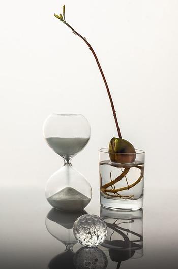 でも実際には、『時間をかけて熟考すれば必ずベストな答えが見つかる』という保証はどこにもないのが難しいところです。 むしろ、長々と悩んでいる間に成功のチャンスを掴み損ねたり、最適な巡り合わせのタイミングを逃してしまうこともあるかもしれません。