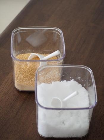 ミルクパン型だけあって小さな注ぎ口があるので、お砂糖などの調味料を振り掛けるのにとても便利です。