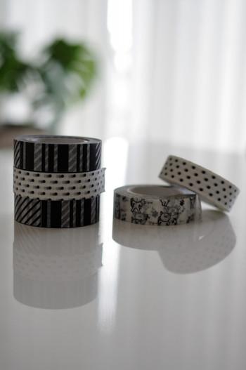 セリアのマスキングテープは、色柄豊富で大人気。シンプル派の方には、こちらのモノトーン柄のものが人気です。