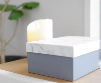 キャンドゥの北欧風ボックス。グレーのボックスに、大理石風の蓋がシンプルで素敵です。
