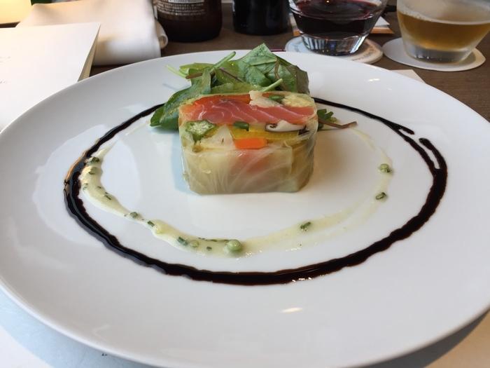 見た目にも華やかで、目も舌も満足させてくれます。お酒は別料金ですが、秩父産のワインや日本酒などもありますので、お料理に合わせて味わってみたいですね。