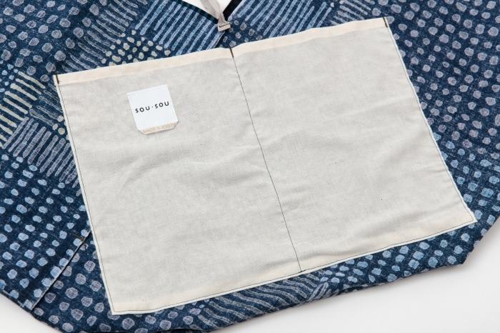内ポケットと口紐が付いていて実用的。携帯などの小物もすっきりと収納することが出来ます。