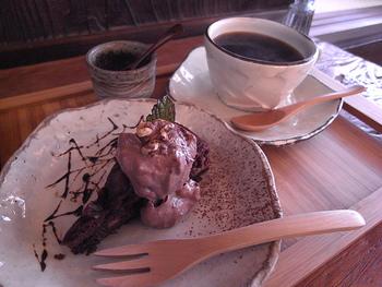 植物性の素材だで仕上げたチョコレートケーキは、やさしい中にも濃厚さが感じられます。ヴィーガン派の方だけでなく、普通にカフェを楽しみたい方も十分満足できるお店です。