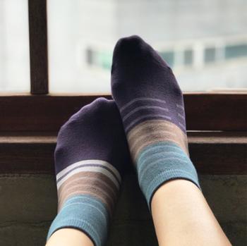 冷えを特に感じやすい方は、あらかじめ靴下を二重履きしておくのもおすすめ。  捨てても良い靴下を持ってきておけば、荷物にもなりません。