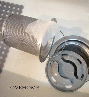 とてもシンプルなことですが、その日の汚れはその日のうちに。一日の終わりに生ごみをきちんと捨てて、全体を軽く洗っておけば、ヌルヌルすることもなく専用のゴム手袋や洗剤を用意して掃除する必要もないはず。