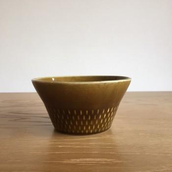 こちらはシュガーボウル。落ち着いた色合いとちょうど良い大きさから、小鉢のように副菜を入れたり、普段使いにおすすめです。