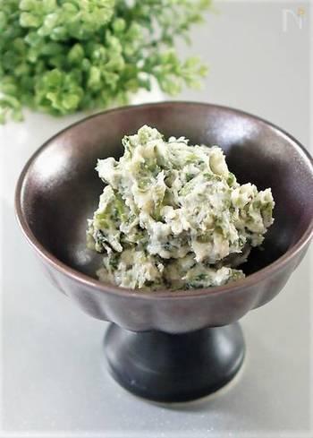 茎わさびを用意し、細かく刻んだ後、袋に入れて塩でよく揉みます。そして冷蔵庫で一晩寝かせた後、塩麹などで味付けしましょう。 箸休めやお酒のおつまみにぴったり。味をマイルドに調整したいときは、かまぼこ等を混ぜても美味しいです♪