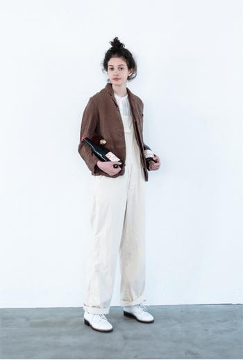 普段着にもよく馴染むブラウンのジャケット。ゆったりとしたシルエットで着心地も◎。素朴な雰囲気にもきちんとした雰囲気にもどちらにもぴったり!