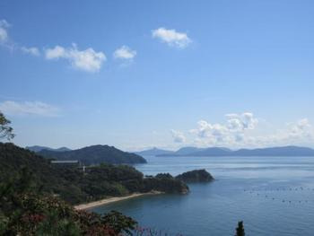 美術館のテラスからは、瀬戸内海と直島の自然が織り成すパノラマ絶景を堪能する事ができます。