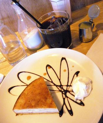 もちろんカフェタイムに訪れるのもおすすめ。可愛い盛り付けが女子に人気のケーキと自家焙煎のコーヒーでリラックスタイムを満喫してみては?