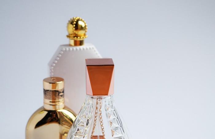 すずらんは香りが良いことから、香水や匂い袋のサシェ、石鹸などにも使われています。香水では、バラやジャスミンと共に「3大フローラルノート」と呼ばれるほど、香水の香料として重宝されています。