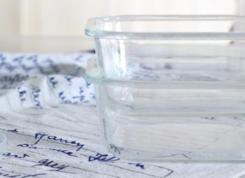 耐熱ガラスのバットは、一般的にはオーブン皿や耐熱ガラス皿などと呼ばれているかもしれません。ボウル同様に厚みがあって、熱に強くオーブンはもちろんレンジに対応しているものも。