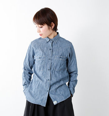 ブルーシャツと言っても、デニムやシャンブレーなどタイプも色々。そこで、こちらでは様々なタイプのブルーシャツを使ったワンランク上のコーディネートをまとめていきます。