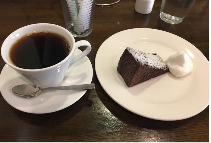 「日替わりケーキセット」の一例:『ガトーショコラ』。