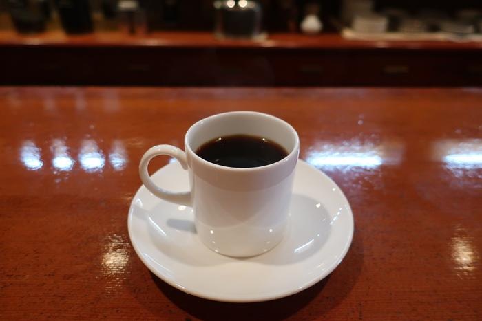 南米、中米、アジア、アフリカなどのコーヒー豆がそろう豊富なラインアップ。ネルドリップで丁寧に淹れられる一杯は味わい深いおいしさです。