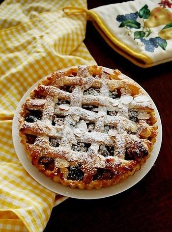 こちらはプルーンをたっぷり使ったアップルパイのレシピ。冷凍パイシートを使うので、お手軽に作ることができます。またスパイスを使っているところも特徴的。ドライフルーツはスパイスとの組み合わせもバッチリですので、楽しんでみてください♪