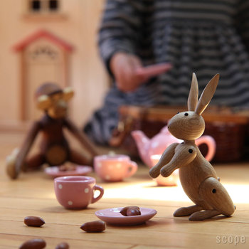 ピンと立った耳が可愛らしいウサギもいます。こちらも手足が動くから、好きな形でポーズさせて遊んだり、飾ったりして楽しんで。