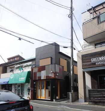 鎌倉駅より徒歩約20分、長谷駅より徒歩約3分。由比ヶ浜大通りに面した長谷エリアの中心地に、今年、PUBを併設したゲストハウスが誕生しました。