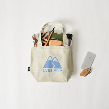 「たくさん入って使いやすいバッグがいい」。ついついこのような基準で選んでしまうバッグですが、デザインに注目すればファッションの主役になります。この春夏に持っておきたいバッグをいくつかご紹介していきましょう。
