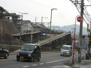 こちらは映画『転校生』でロケに使われた坂道。映画ファンの間では有名な場所です。