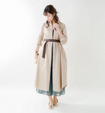 ゴールドのバレエシューズならドレスアップコーデもお任せ。華やかで上品なのにパンプスと違って疲れにくいのもうれしいですよね。ゴールドは意外と合わせやすので、シンプルコーデのアクセントとしてもおすすめ◎。