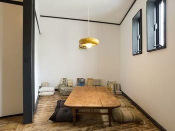 宿泊スペースは、個室が5部屋と、二段ベッドのドミトリー8床が用意されています。ドミトリーを貸しきれる「ドミ会」プランも提供しており、気の置けない仲間同士で合宿気分を楽しむのもいいですね。