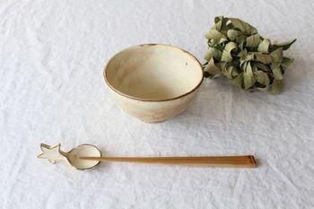 星の取っ手がついた箸置きは、洋風のお食事にもよく合います。カトラリーレストとしてフォークやスプーンを置いたり、わさびやしょうがなどの薬味を入れてみるのもおすすめです。