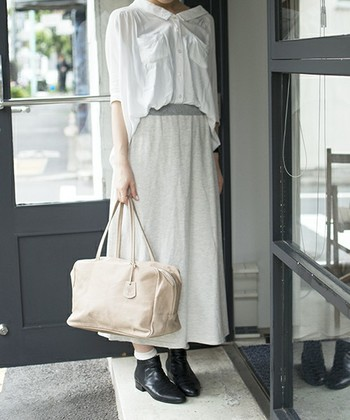 大人のダッフルバッグをゲットしたい方には、REN(レン)のダッフルバッグをレコメンド。ちょっぴりモードな表情で、着こなしをスタイリッシュに仕上げてくれます♪