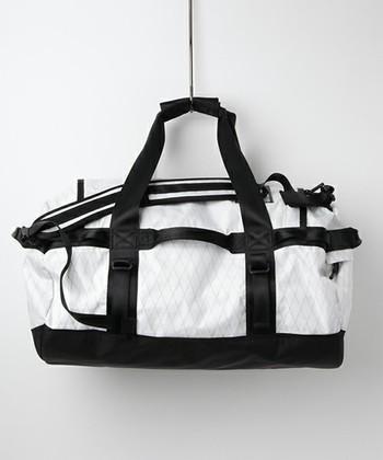 荷物がたくさん入る設計に、大袈裟じゃないルックス。そんな一点をお探しなら、THE NORTH FACE(ザ ノースフェイス)のダッフルバッグをチェックしてみましょう!